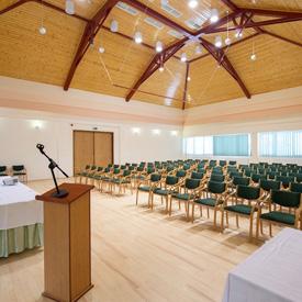 8 professzionálasan felszerelt konferenciahelyszín