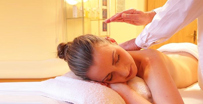 Kényeztesse magát pihenése alatt Relax hátmasszázzsal